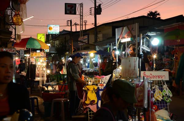 Khu chợ đêm sôi động ở Pai là nơi mà bạn có thể thưởng thức những món ngon đặc trưng nhất của Thái Lan. Ảnh: Steve Potter