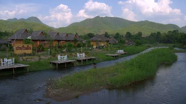 """Du lịch Pai có lẽ được nhắc tới nhiều hơn khi bộ phim tình cảm lãng mạn của Thái Lan mang tên """"Pai in Love"""" ra mắt khán giả quốc tế năm 2006. Bộ phim đã mang đến cái nhìn tươi đẹp cho khách du lịch bốn phương về bức tranh sơn thủy hữu tình ở Pai, về con người và cuộc sống đơn giản và rất đáng yêu nơi đây. Ảnh: Whereareyoumurphy"""