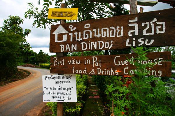 Để đến Pai, bạn phải bay đến Chiang Mai rồi từ đó có thể đón xe thẳng chặng Chiangmai - Pai.( khoảng 136 km), thời gian đi khoảng 3 - 4h vì cung đường vượt núi nhiều đèo dốc. Ảnh: Issrasai