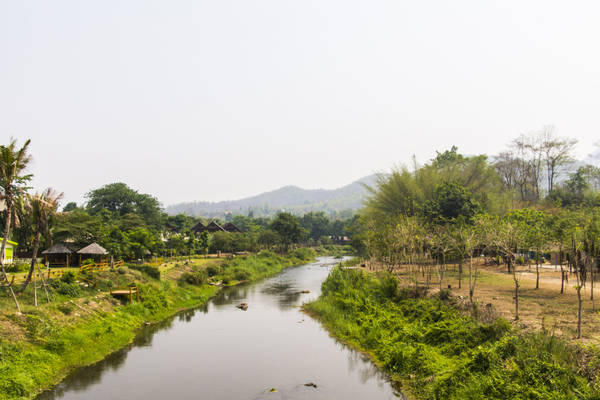 Đường đến Pai quanh co uốn lượn thật không dễ dàng gì, nhưng thị trấn nhỏ này dễ thương đến nỗi, khách du lịch dù có phải vất vả nhiều chặng đường đi lại, vẫn muốn đến nghỉ lại với Pai dù chỉ một đêm. Ảnh: Kimtetsu