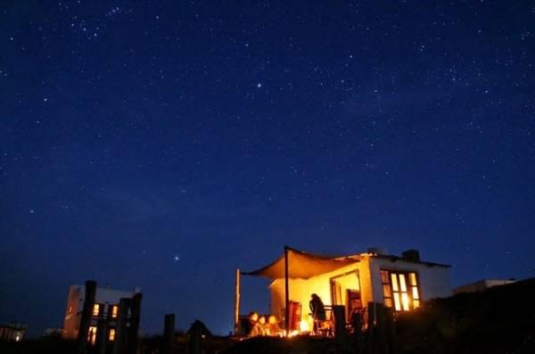 Ánh sáng lung linh từ những ngọn đèn - Ảnh: amuzing planet