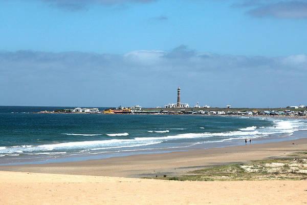 Bãi biển tuyệt đẹp với làn nước biển xanh thẳm quyến rũ du khách - Ảnh: flickr