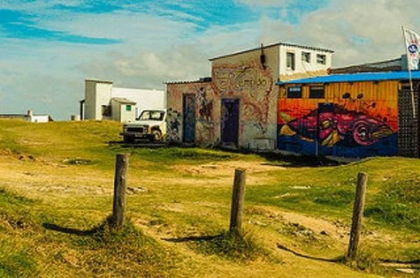Những ngôi nhà, lều trại đầy sắc màu - Ảnh: flickr