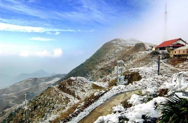 Tuyết rơi ở Mẫu Sơn. Ảnh: ditichlangson.vn