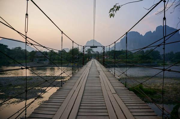 Chiếc cầu treo lãng mạn bắc ngang qua sông Nam Song. Ảnh: 1mile1smile