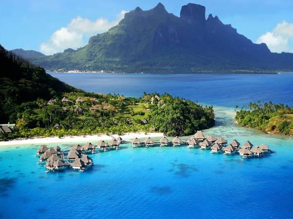 Hilton Bora Bora Nui Resort & Spa, French Polynesia: Với 122 phòng hạng sang và biệt thự nằm trên mặt nước, trên đồi hay trong một khu vườn, khách sạn này còn có bể bơi vô cực rộng 1.000 m2, một spa nằm trên đỉnh đồi và khung cảnh ngoạn mục để chiêm ngưỡng ở bất cứ đâu, dù du khách đứng, ngồi, hay bơi lội.