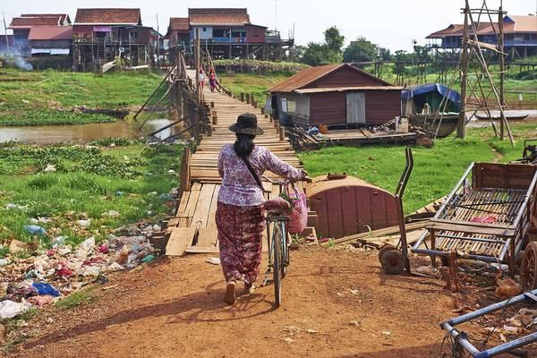 Một ngôi làng gần hồ Tonle Sap.