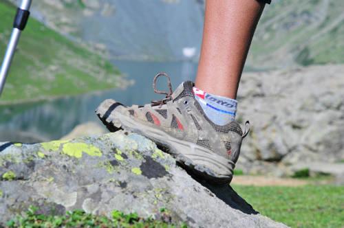 Đôi giày sẽ gúp bảo vệ đôi chân vững chãi của bạn trên mọi nẻo đường. Ảnh: fanfan.