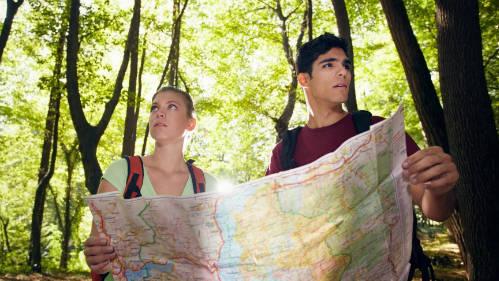 Bản đồ giúp chỉ dần đường đi trong khi la bàn giúp bạn định hướng khi bị lạc. Ảnh: wetrek.