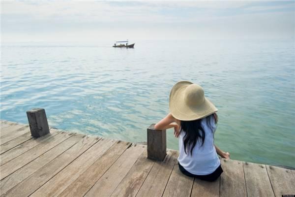 13. Du lịch trái mùa. Đừng chọn những chuyến đi vào dịp lễ hội hay mùa đông khách của một đất nước nào đó, chẳng hạn như hãy đến Malaysia vào tháng 11, Thái Lan vào tháng 1… (Ảnh minh họa - Nguồn: Internet)