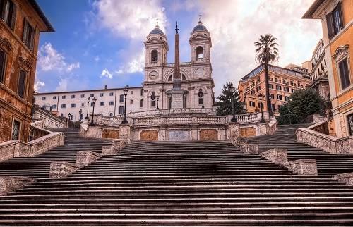 Bậc thang Tây Ban Nha: Công trình gồm 135 bậc, được xây dựng vào khoảng năm 1721 - 1725. Đây là điểm thu hút khách du lịch từ khắp nơi trên thế giới, nơi hẹn hò nổi tiếng của người dân địa phương. Hiện nay bậc thang Tây Ban Nha đang đóng cửa để trùng tu lại và dự kiến mở cửa đón khách du lịch vào mùa xuân này. Ảnh: Flickr.
