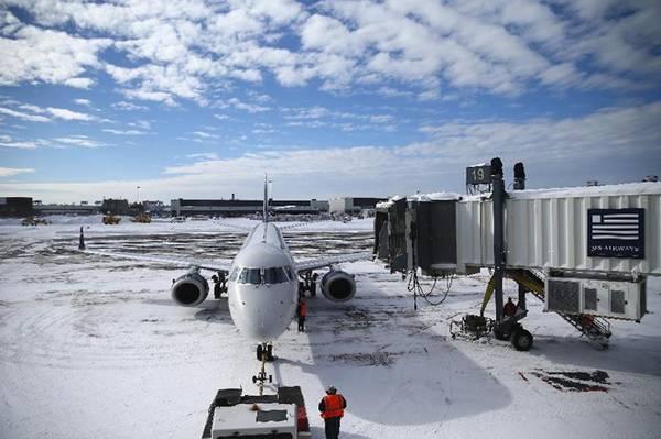 Thời tiết xấu có thể khiến nhiều chuyến bay bị hoãn hoặc hủy. Ảnh: Maddie Meyer/Getty Images.