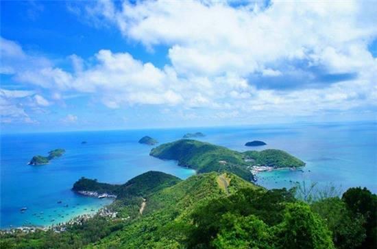 Đảo Nam Du nhìn từ trên cao. Ảnh: ivivu.