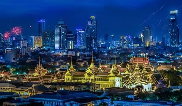 1. Bangkok:Thủ đô của Thái Lan là thành phố đầu tiên ở châu Á lọt top của Global Destination Cities Index. Bangkok vượt qua London, quán quân năm trước với 15,98 triệu lượt du khách và doanh thu 14,4 tỷ USD. Số du khách nước ngoài tăng 9,8% năm 2012, chủ yếu đến từ Singapore, Tokyo, Hong Kong, Kuala Lumpur và Seoul. Ảnh: 1Zoom.