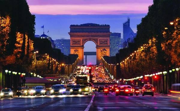 3. Paris: Đây là thành phố duy nhất trong top 10 bị tụt về số lượng du khách nước ngoài so với kỳ trước. Du khách ghé Paris chủ yếu đến từ London, New York, Tokyo, Rome và Frankfurt. Ảnh: Getty Images/iStockphoto.