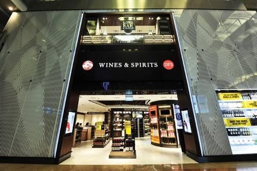 Cửa hàng rượu và vang chiếm hai tầng trong T3, sân bay Changi.