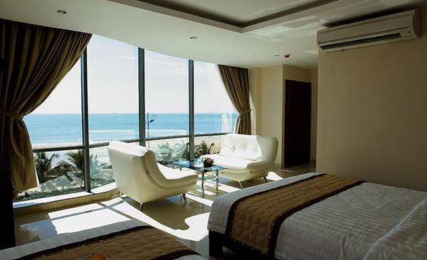 Phòng nghỉ với tầm nhìn lãng mạn ra phía biển.