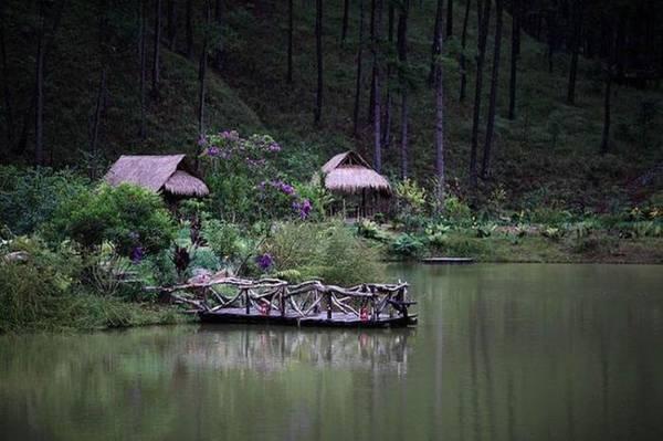 Khung cảnh ở làng Cù Lầntrở nên yên tĩnh, trong veo lúc chiều tà. Ảnh: Nguyễn Trung Hiền