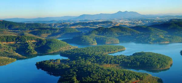 Hồ Tuyền Lâm nhìn từ trên cao. Ảnh: ST