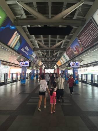 Các du khách đều rất ấn tượng với Skytrain bởi sự sạch sẽ, hiệu quả, hiện đại và rất ít khi trễ giờ.