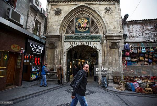 Chợ Grand Bazaar thu hút 91 triệu lượt khách mỗi năm. Bạn có thể dành cả ngày lang thang tại khu chợ khổng lồ này mà không thấy chán. Ảnh: Gettyimages/Bloomberg.