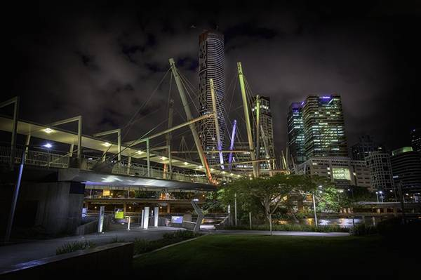 Cầu Kurilpa bắc qua sông Brisbane tại thành phố Brisbane, Australia.