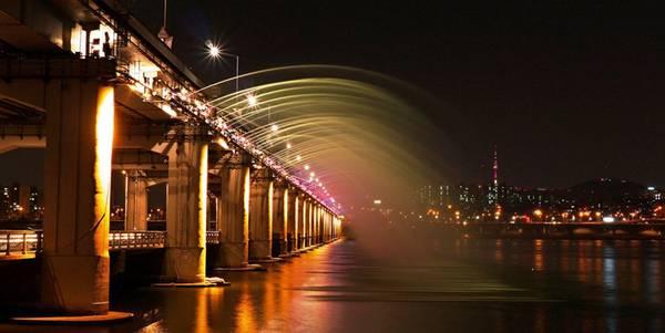 Cầu Banpo qua sông Hàn ở Seoul.