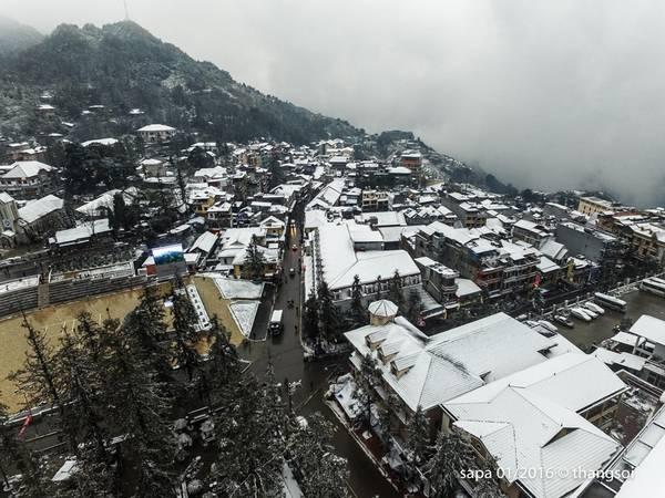 Đến chiều muộn 24/1, nhiều nơi vẫn bị tuyết bao phủ.