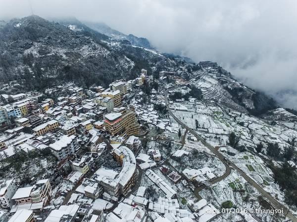Tuyết rơi gây hứng thú cho khách du lịch, nhưng đời sống người dân địa phương bị ảnh hưởng nặng nề.