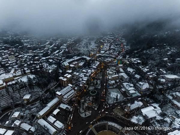 Tuyết rơi cũng xuất hiện tại Sapa cách đây vài năm nhưng không dày và kéo dài như ngày 24/1.