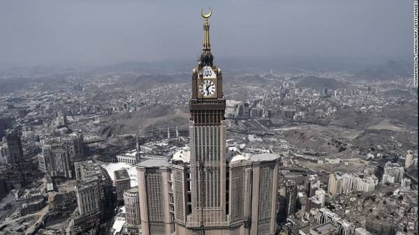23. Mecca, Ả Rập Xê Út – Là quê hương của đạo Hồi và theo quy định của đạo Hồi mỗi giáo dân ít nhất một lần trong cuộc đời phải hành hương về thánh địa Mecca. Theo số liệu, Mecca đã đón 6,12 triệu lượt khách quốc tế, tăng 6,2% so với năm trước đó.