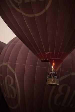 Tới Bagan đúng dịp, du khách có thể thuê các khinh khí cầu để ngắm toàn cảnh vùng đất tuyệt đẹp này từ trên cao.