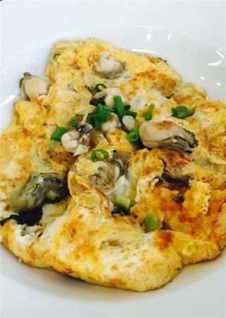 Bên cạnh những con hào nhỏ, dai dai, ngòn ngọt nằm gọn trong phần trứng vàng ươm, điểm nhấn của món này chính là phần nước chấm – ngon và cay tuyệt vời. (Ảnh: Internet)