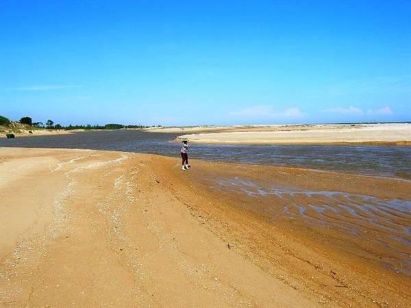 Biển Suối Ồ rất sạch và rất hiếm để thấy rác ở đây. Ảnh: ST
