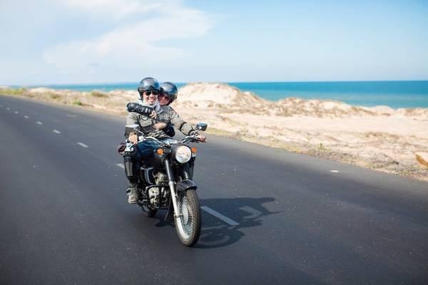 Với khoảng cách di chuyển khá gần,nên nhiều bạn trẻ Sài Gòn thường chọn xe máy làm phương tiện chính để tới đây. Ảnh: Bá Hiền & Huệ Trân