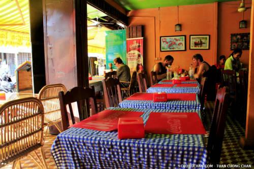 Một quán ăn Khmer ở khu chợ cũ, Siem Reap, Campuchia.