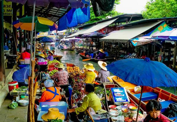 Damnoen Saduak là một trong những chợ nổi lâu đời nhất ở Thái Lan. Ảnh: Butch Osborne