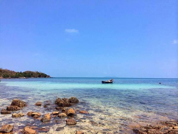Nước biển xanh trong ở đảo Hải Tặc. Ảnh: FB Đảo Hải Tặc – Hà Tiên, Kiên Giang