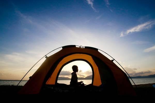 Cắm trại trên đảo Điệp Sơn là một trải nghiệm rất tuyệt vời. Ảnh: Quỷ Cốc Tử