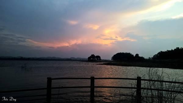 Hồ Ea Kao chiều buông nắng. Ảnh: Tiểu Duy