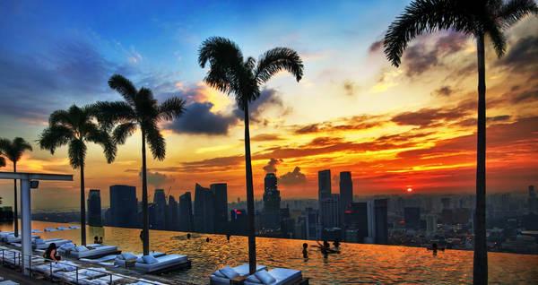 Tọa lạc trên tầng 57 của khách sạn Marina Bay Sands, từ bể bơi này có thể chiêm ngưỡng khung cảnh tuyệt đẹp của quận tài chính Marina Bay cũng như toàn thành phố Singapore. Ảnh: William Cho