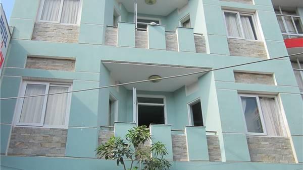 Khách sạn có ban công rộng rãi.