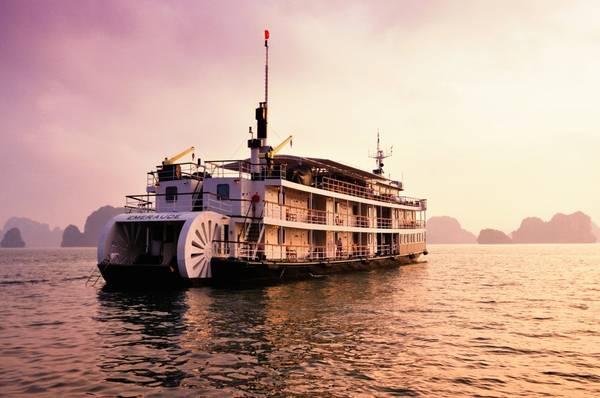 Du thuyền Emeraude Classic.Ảnh: iVIVU.com