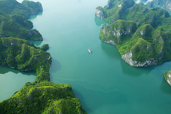 Du khách sẽ bay trong 45 phút đến Vịnh Hạ Long trước khi bắt đầu 15 phút bay ngắm cảnh trên Vịnh Hạ Long. Ảnh: seaplanes.vn