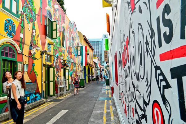 Mảng tường với nhiều màu sắc vui mắt là một trong những đặc điểm nhận dạng của Haji Lane. Ảnh: angieisagirl.wordpress.com