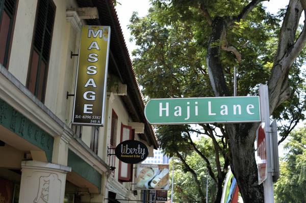 Haji Lane là con phố đi bộ xinh đẹp nằm trong khu phố Ả rập ở Singapore, chỉ cách bến MRT Bugis từ 10-15 phút đi bộ. Ảnh: Jdmiller83