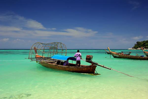 Nước biển xanh trong tuyệt đẹp. Ảnh: Igor Prahin