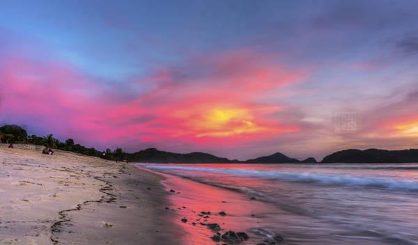 Những bãi biển cát trắng nguyên sơ của đảo Langkawi có độ dốc thoai thoải ra phía biển. Ảnh: Mohamad Zaidi Photography