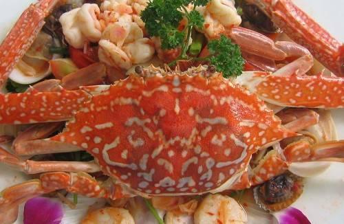 Đến vùng biển, hải sản luôn là món khoái khẩu nhất. Ảnh: noihap.