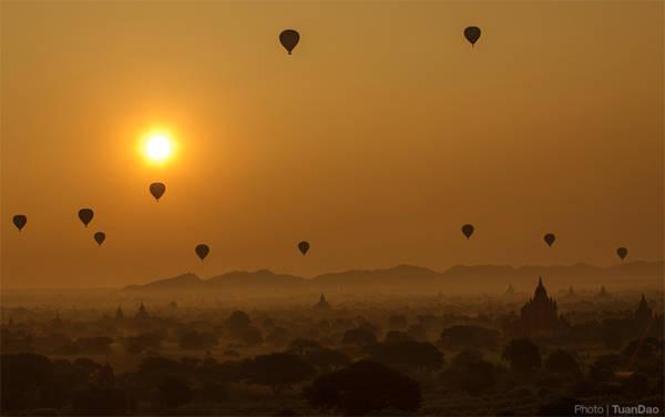 Một trong những khoảnh khắc không thể bỏ qua khi đến Bagan, khung cảnh tuyệt đẹp lúc bình minh sẽ khiến bạn ngỡ ngàng.